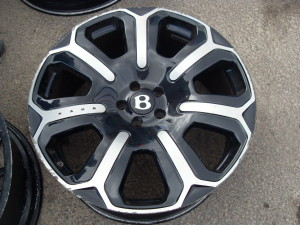 Bentley Kahn design wheel Before